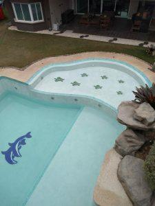 golfinho piscina mosaico